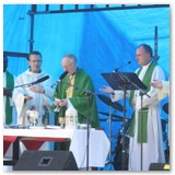 18 Mass is celebrated in Flancare Park